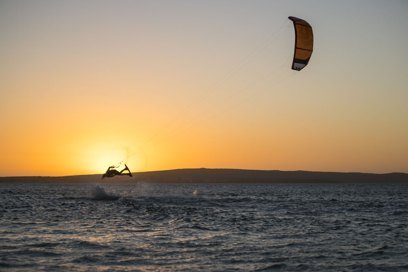 <strong>Kitesurfing</strong>